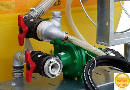 Beispiel Pumpe 100 bis 350 l/min mit Hydraulikmotor montiert an GFK-Fass
