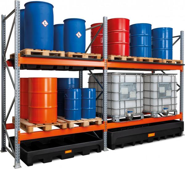 Beispiel Gefahrstoff-Palettenregal 22/520 für Fasslagerung mit Anbauregal zusätzlich mit PE-Einhängewannen als Zubehör