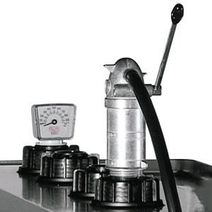 Handpumpe montiert auf UNI/MULTI-Tank